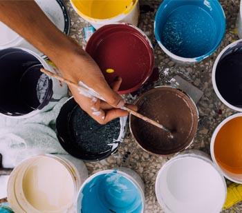 Startseite von Malerbetrieb Schiffert bunte Farbeimer