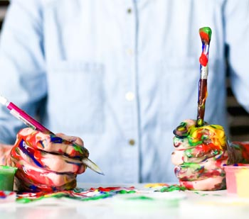Startseite von Malerbetrieb Schiffert Hände mit Farbe